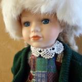 Papusa cu caciula de Angora, marcata Kingsbridge porcellan, H-40cm - Papusa de colectie