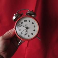 Ceas vechi Aradora cu 4 rubine, ceas de masa desteptator perioada comunista