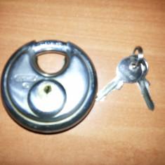 Lacat vechi.circular,, cu 2 chei