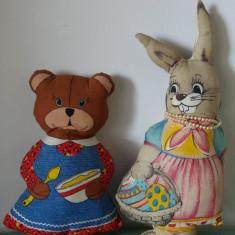 Lot 2 jucarii papusi de carpa / material textil, tip perna, iepure si ursulet - Jucarii plus