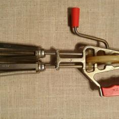 Mixer de mana mecanic rusesc, pentru batut oua, spume, etc, metal + plastic URSS