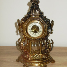 Ceas - de semineu - model Baroc - alama / mecanic