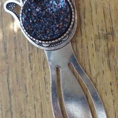 Semn de carte cu hamsa si imitatie de roca cristalifera negru metalizat