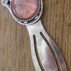 Semn de carte cu hamsa si cuart cherry (watermelon)