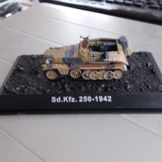 Macheta transportor blindat SD.Kfz 250, model 1942, scara 1:72
