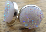 Cercei cu surub/fluture/cheita baza argintie - cabochon imitatie de geoda lila
