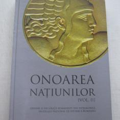 Onoarea Natiunilor Vol 2 - Ordine, medalii, decoratii, brevete, barete si poze - Insigna