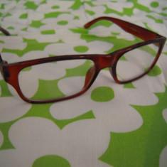 Ochelari de vedere cu marimea +1 la ambele lentile, distanta pupilara 6.5 cm