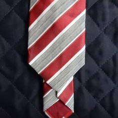 Cravata Hugo Boss Made in Italy; 90% matase; 148 cm lungime, 7.5 cm latime maxima, Culoare: Din imagine