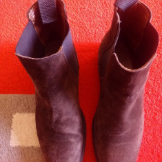 Cizme H & M originale, piele naturala intoarsa, made in Portugal, nr.41. - Cizme barbati H&m, Culoare: Maro, Piele intoarsa