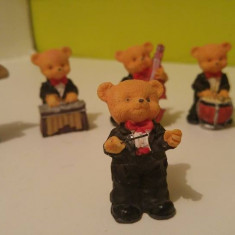 Set de 6 figurine ceramice, ursuleti muzicanti cu dirijor, cca 5.5cm