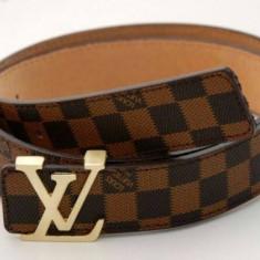 Curea Piele Ecologica Louis Vuitton - Curea Barbati Louis Vuitton, Marime: Marime universala, Culoare: Maro, curea si catarama