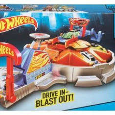 Jucarie Hot Wheels Fast Blast Car Park Garage Stop And Go Playset Mattel
