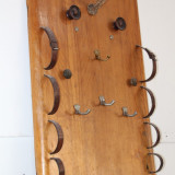 Cuier artizanal, din lemn masiv, realizat manual; Obiect de decor
