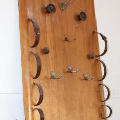 Cuier artizanal, din lemn masiv, realizat manual; Obiect de decor - Cuier hol