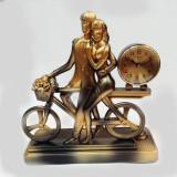 Statuie cu ceas El si Ea