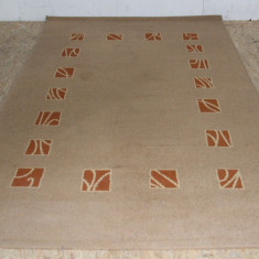 Covor din material sintetic 235X150 cm; Mocheta - Covor vechi