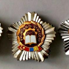 INSIGNA FRUNTAS IN INTRECERE 1975 1976 1977