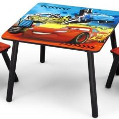 Set masuta si 2 scaunele Disney Lightning McQueen