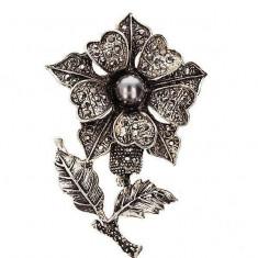 Martisor Brosa in forma de Floare cu Margeluta