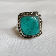 Inel argint vechi cu marcasite si piatra Verde Finut Delicat de Efect Splendid