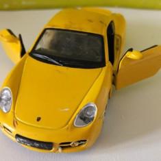 Masinuta fier Macheta Bburago Porsche Cayman S 1/32, culoare galbena