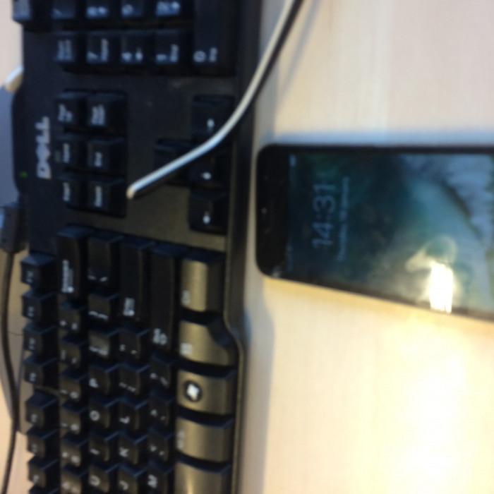 Iphone 5S, utilizat 2 aniin stare buna, dar cu ecran spart.bun pentru piese. foto mare