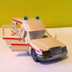 Masinuta fier Ambulanta Siku Mercedes-Benz 260E Binz Ambulance 1630, - Macheta auto