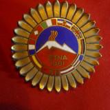 Insigna Concurs de Ski Etna Italia, steaguri Tari participante 1961, d= 4, 3 cm