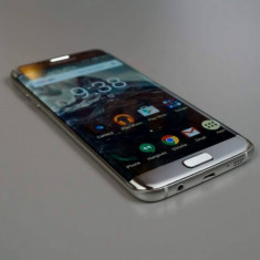 Samsung Galaxy S7 Edge. Stare impecabila. pret 2300 lei - negociabil - Telefon Samsung, Argintiu, 32GB, Neblocat, Single SIM