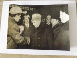 Fotogrfie cu Ceausescu in vizita de lucru., Alb-Negru, Portrete, Romania de la 1950