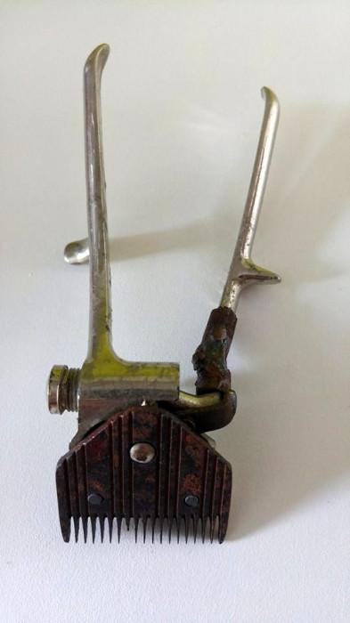 Masina de tuns veche, mecanica, de mana, metal INOX, marca Optima, 16cm lungime