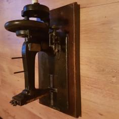 Masina de cusut Naumann
