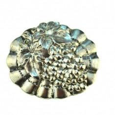 Brosa argint veche, model struguri, tehnica metaloplastie, postbelica, vintage