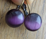 Cercei tip arc, baze bronz cu cabochon ochi de pisica aubergine (vanata)