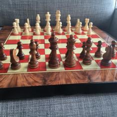 Joc table lux lemn lacuit zaruri os piese sah inchidere magnetica 48 x 24 cm - Set table
