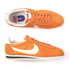 NIKE CLASSIC CORTEZ NYLON AW TRAINERS–CLAY ORANGE-844855-810