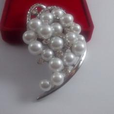 Brosa Perle si cristale superba cod 1610BS7 - Brosa Fashion