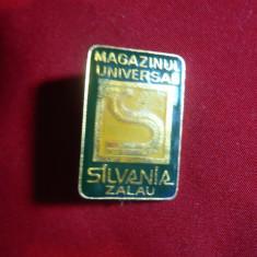 Insigna Magazinul Universal Silvania - Zalau, metal si email, h=3 cm