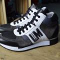 Adidasi ghete Moschino marime 43 - Ultima colectie 2016/2 Fall