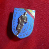 Insigna Campionatele Internationale Atletism 1955 Bucuresti h=2,7 cm metal