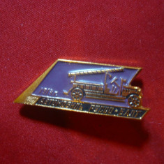 Insigna Pompieri -Masina de Pompieri 1918 URSS , metal si email , L= 4 cm