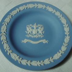 Farfurioara din ceramica englezeasca marca Wedgwood avand blazonul Londrei - Arta Ceramica