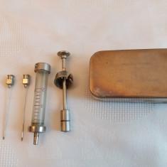 Seringa clasica metal si sticla in cutie originala - 2 ml + 2 ace