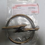Emblema grila radiator Opel Zafira B 2005- 93185640