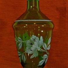 Vaza veche din sticla pictata manual cu motive florale, 22.5 cm inaltime #323