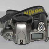 Nikon F75 - Body, capac body si curea - Transport gratuit prin posta!