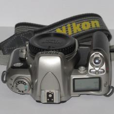 Nikon F75 - Body, capac body si curea - Transport gratuit prin posta! - Aparat Foto cu Film Nikon, SLR