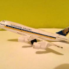Macheta metal jucarie avion Singapore airlines Boeing 747 F801 scara 1;400 10cm - Vehicul