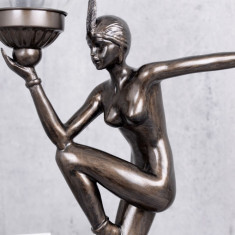 LAMPA DE MASA ART DECO CU O FEMEIE CU UN BEC FLACARA OLIMPICA IS267